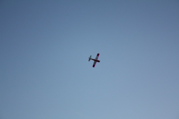 Plane flying high along the wind :)